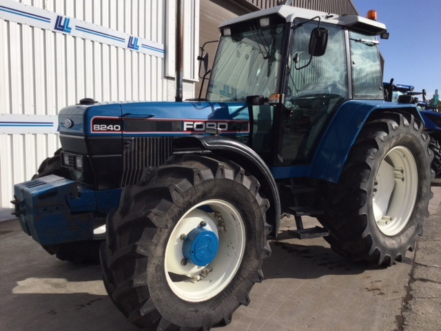 31172890 - Ford 8240 Tractor
