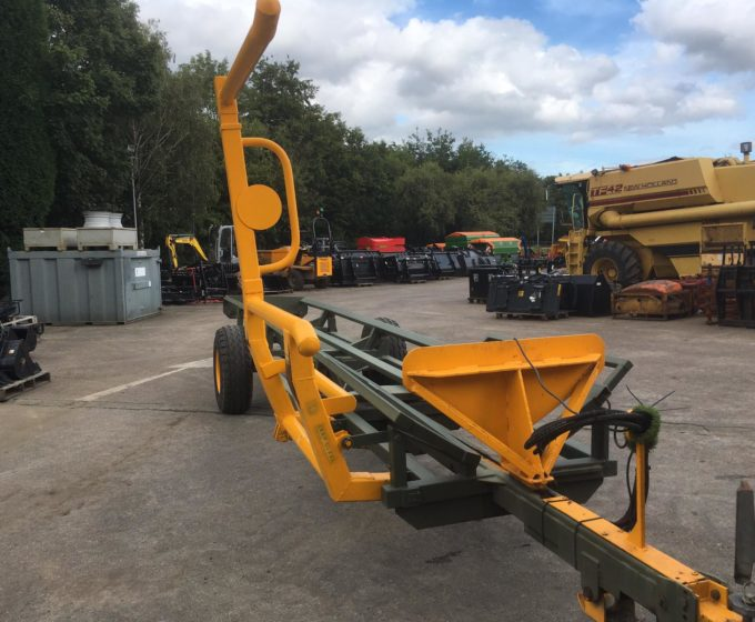 61182008 - Bale Carrier
